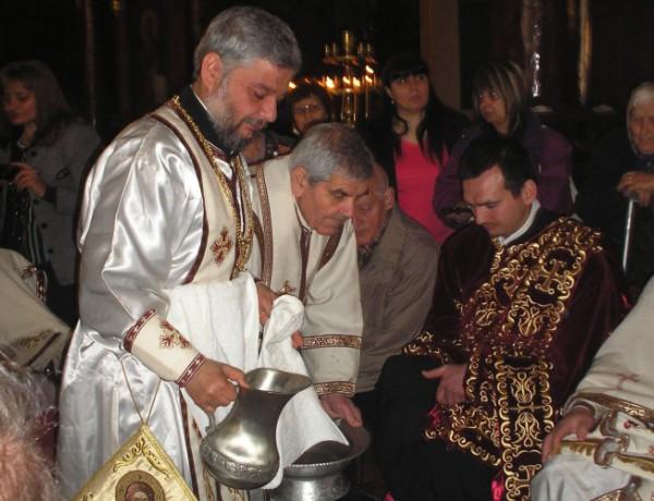 Митрополит Киприан възроди ритуала за измиване на краката в Старозагорската епархия