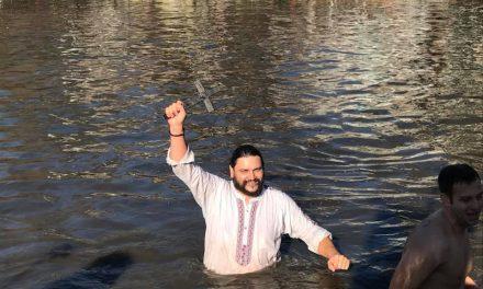 38-годишният Станко Танев пребори останалите 24-ма смелчаци и хвана Богоявленския кръст в Стара Загора