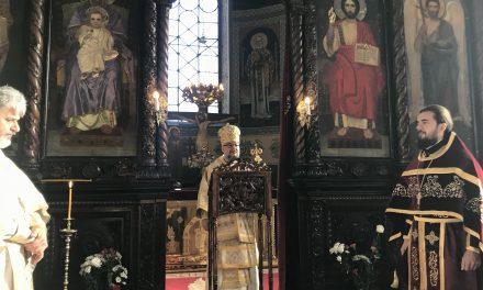 """Митрополит Киприан оглави празничната литургия в Катедралния храм """"Св. Николай"""""""