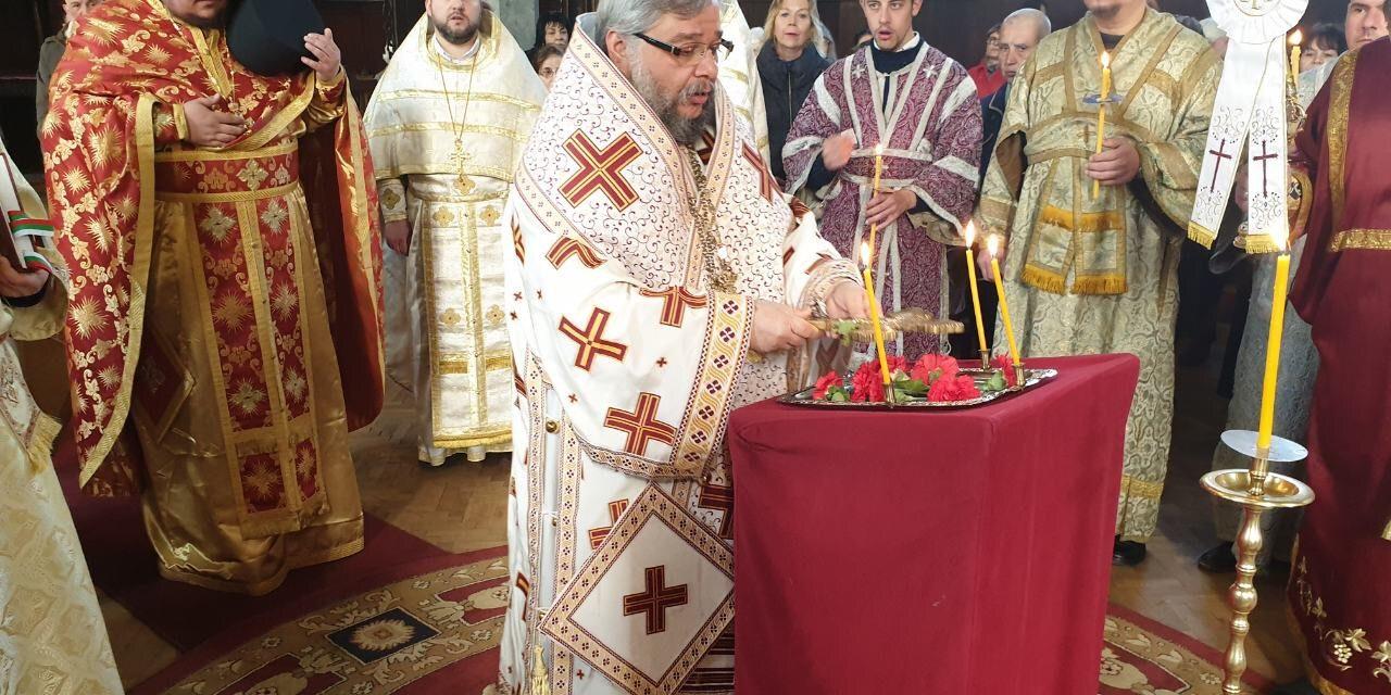 """Литургия за Кръстопоклонна неделя в Катедралния храм """"Св. Николай"""""""