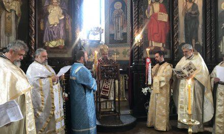 """Митрополит Киприан отслужи Пасхално Богослужение в Катедралния храм """"Св. Николай"""""""