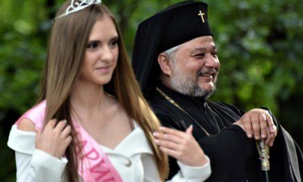 Митрополит Киприан изненада и поздрави казанлъчани за празника на града