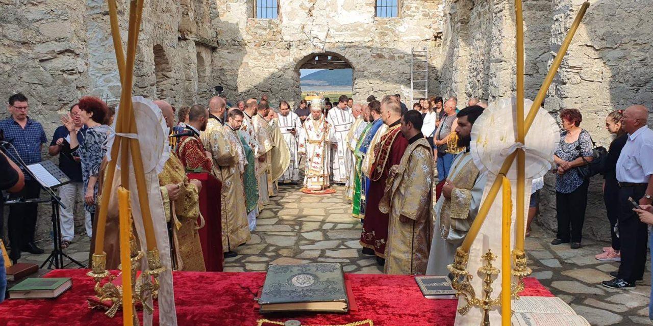 Митрополит Киприан служи в Потопената църква край яз. Жребчево