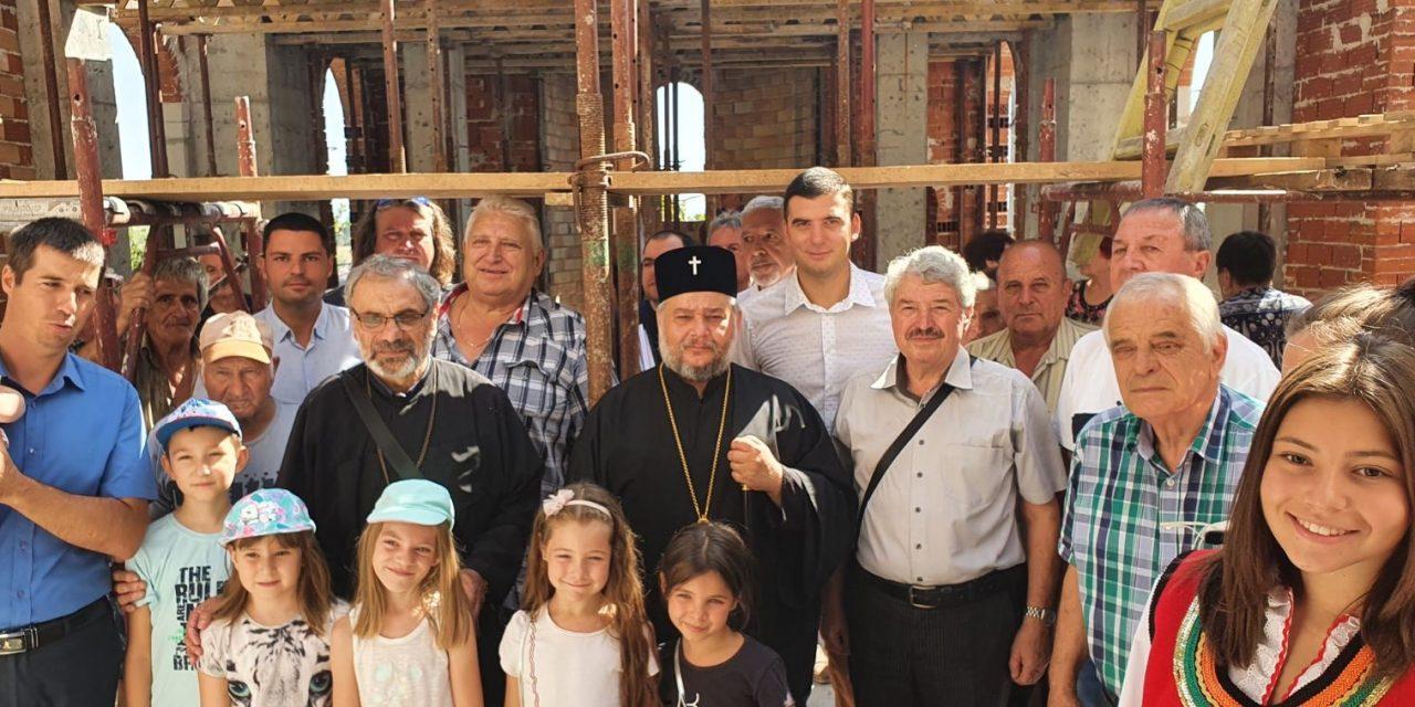 """Митрополит Киприан посети новостроящия се храм """"Св. мчк. Трифон"""" в село Малка Верея"""