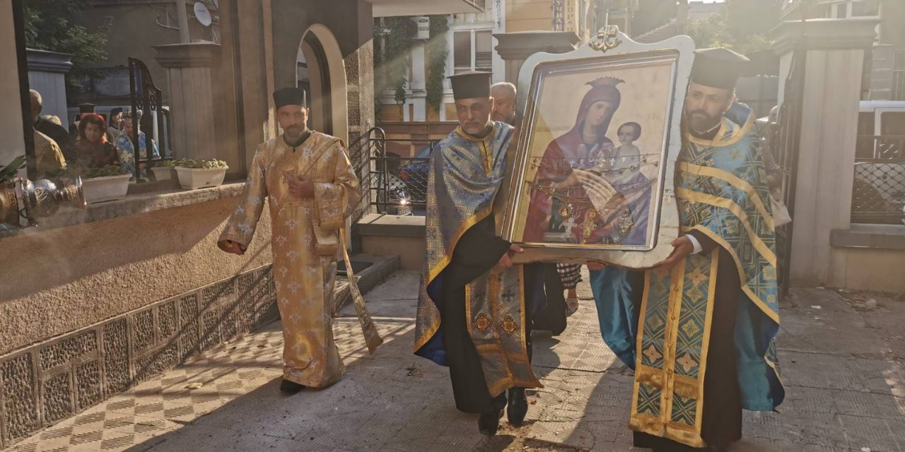 "Посрещат Чудотворната икона на Пресвета Богородица ""Скоропослушница"" в 7 града"