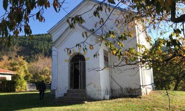 "Света литургия в храм ""Св. Димитър"", село Горно Изворово"