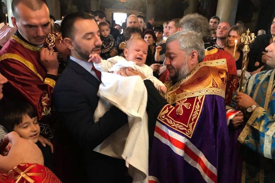 """Кръстиха 31 деца в храм """"Св. Въведение Богородично"""" в Стара Загора"""