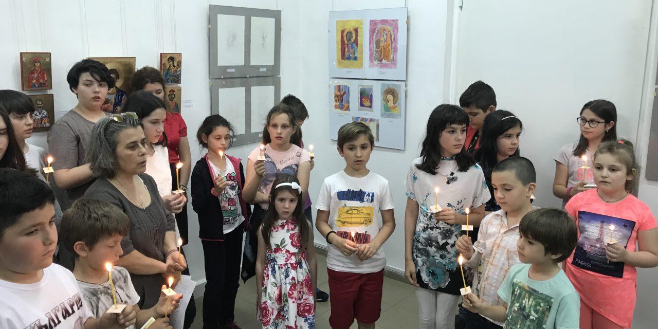 """Откриха пета поредна изложба на Ателието по иконопис при храм """"Света Троица"""" в Стара Загора"""