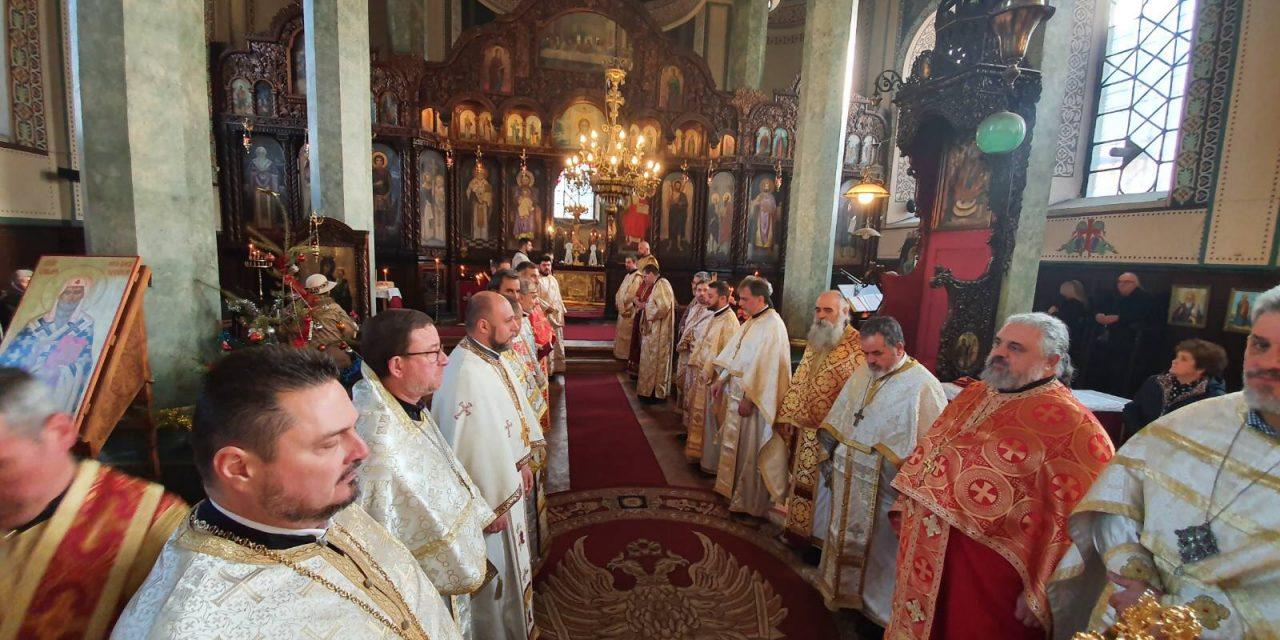 """С литургия започна Новата година в Катедралния храм """"Св. Николай"""" (СНИМКИ)"""