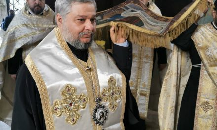 С изнасянето на Христовата плащеница започна най-тъжният ден за църквата