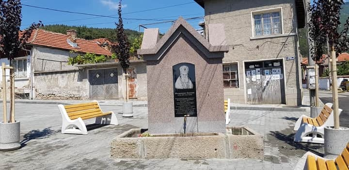 В Мъглиж откриха площад и чешма на името на митрополит Калиник