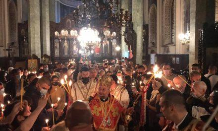"На Възкресение Христово – митрополит Киприан отслужи Пасхално богослужение в катедралния храм ""Св. Николай"""