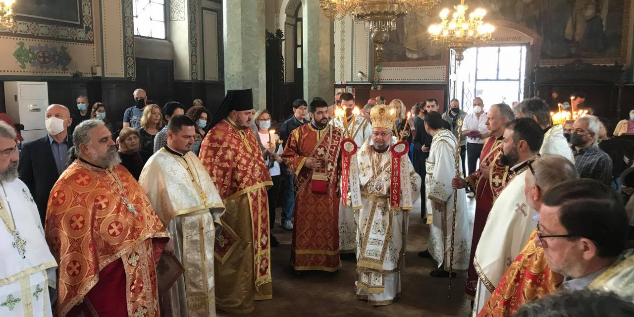 """На Второ Възкресение – четоха Св. Евангелие на 17 езика в катедралния храм """"Св. Николай"""""""