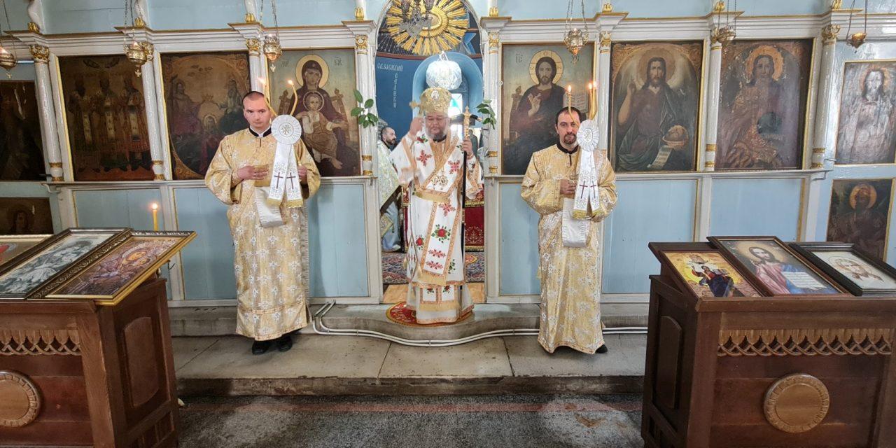 Протодяконска офикия на празника Свети Дух в Казанлък