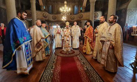 """Кръстиха 10-месечната Йоана на празничната служба в храм """"Св. Йоан Предтеча"""" в Казанлък"""