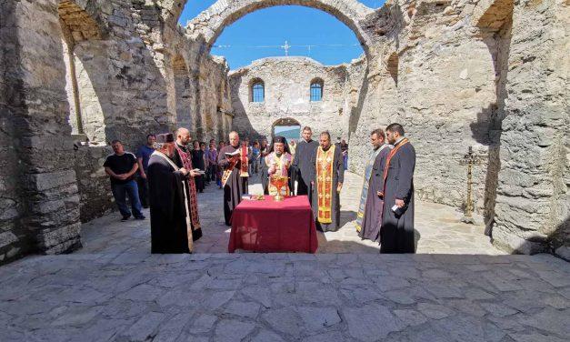 """Митрополит Киприан отслужи водосвет и молебен в Потопената църква край яз. """"Жребчево"""""""